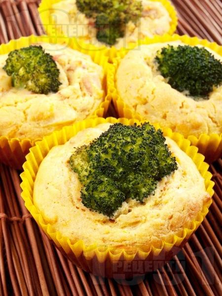 Солени царевични мъфини с броколи и шунка - снимка на рецептата